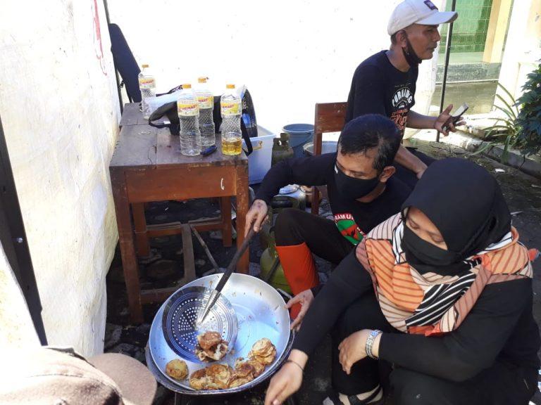 Pramuka Peduli dan Ubaloka Kwarcab Purbalingga Siap Siaga di Dapur Umum Bencana Banjir