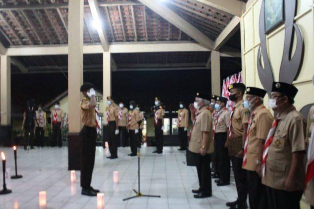 Ketua Kwarcab Purbalingga, Kak Subeno saat Renungan Ulang Janji Hari Pramuka ke 60, di Sanggar Bakti Pramuka Jumat malam, (13 Agustus 2021).